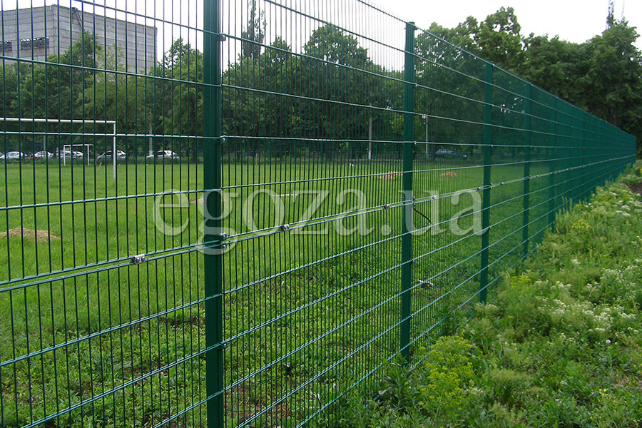 Welded grid fence