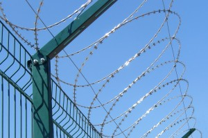 600 mm flat barrier on welded mesh fence